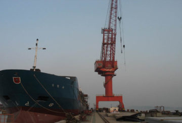 level-luffing-crane-cosco-shipyard-panel-photo